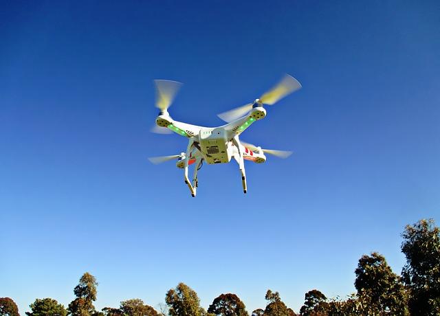 drone-792995_640